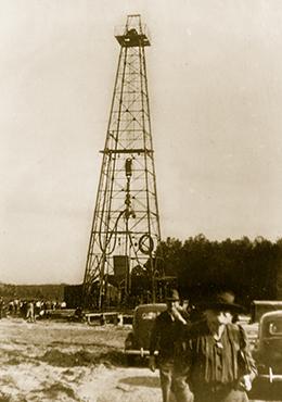 Dallas Water Company >> Hunt Oil Company - Company History